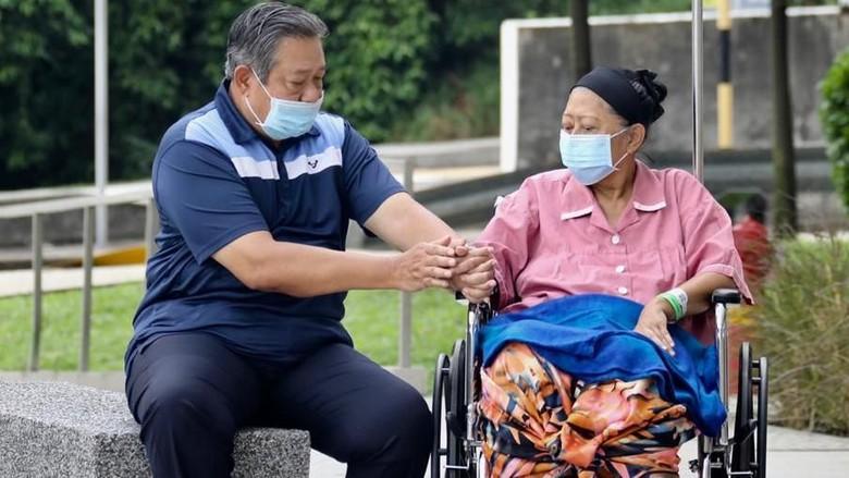 Ani Yudhoyono Meninggal, SBY dan Keluarga Lengkap Mendampingi di Singapura