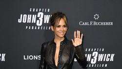 Halle Berry Tetap Seksi di Usia 54 Tahun, Intip Penampilannya