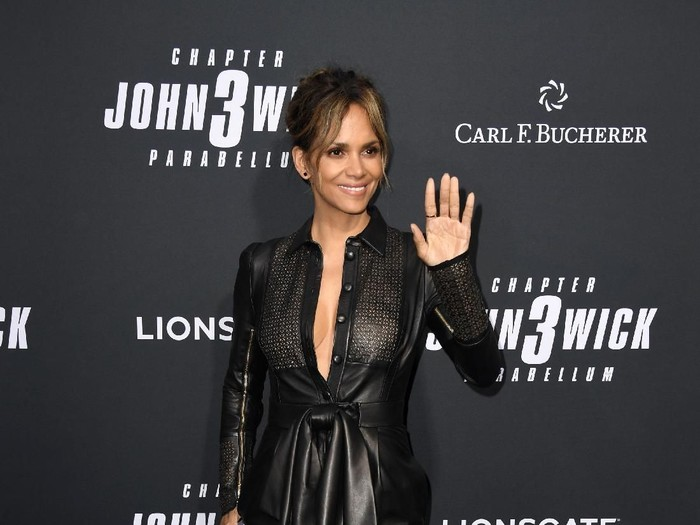 LOS ANGELES, CALIFORNIA - MAY 15: Halle Berry and Carl F. Bucherer celebrate the premiere of