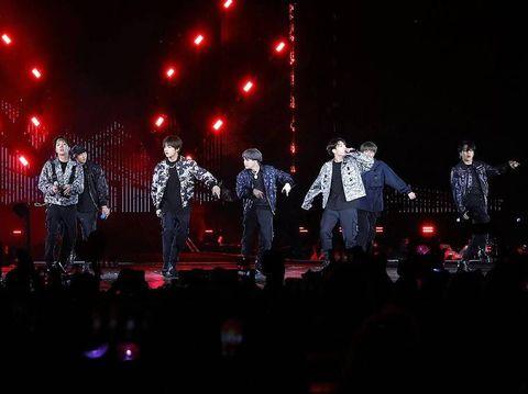 Tak Ingin Bebani Ortu, Cerita Anak SMA Jualan Keripik untuk Beli Album BTS