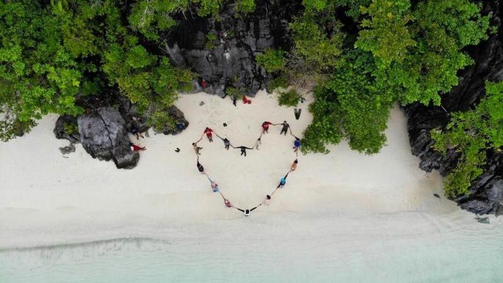 Satu Lagi Bukti Indahnya Indonesia: Teluk Cinta