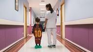 Saat Jersey Messi dkk Disulap Jadi Baju Rumah Sakit