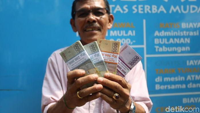 Foto: Ilustrasi Penukaran Uang (Agung Pambudhy/detokFinance)