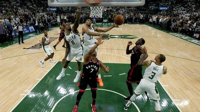 Milwaukee Bucks menang 108-100 atas Toronto Raptors di game 1 final NBA Wilayah TImur (Foto: Jonathan Daniel/Getty Images)