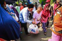 Berbagi di Bulan Ramadhan, BRI Salurkan 64 Ribu Paket Sembako
