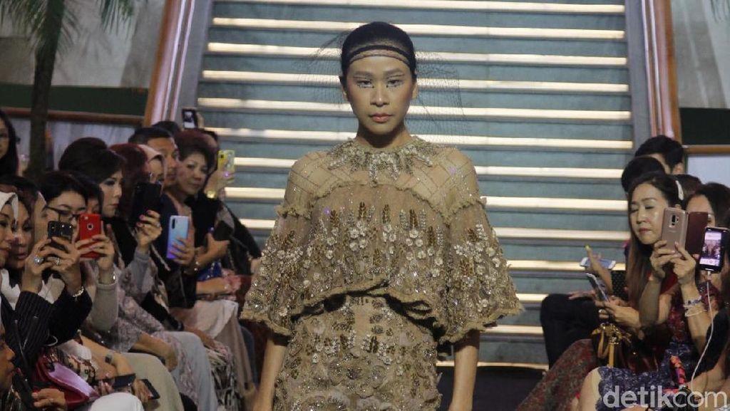 Inspirasi Marie Antoinette di Baju Lebaran Karya Priyo Oktaviano