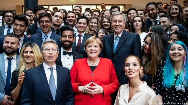 70 Tahun Konstitusi Jerman, Kanselir Angela Merkel Rayakan Keberagaman