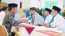 Jokowi Bayar Zakat ke Baznas Rp 55 Juta di Istana