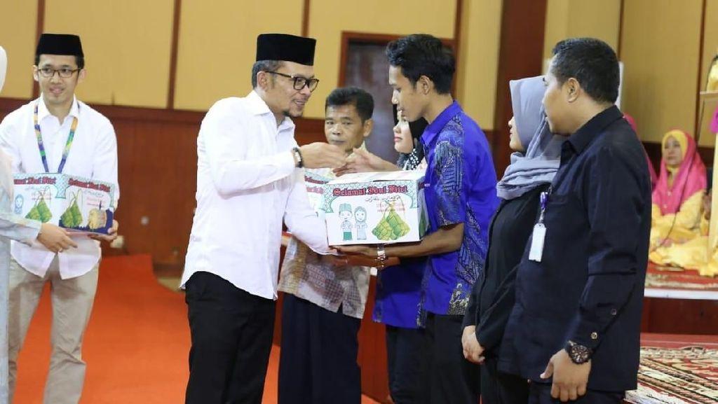 Gelar Bukber, Menaker Bagikan 1.000 Paket Ramadhan