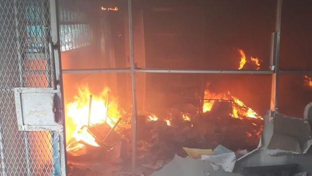 Napi di Lapas Langkat membakar sejumlah bagian bangunan lapas.