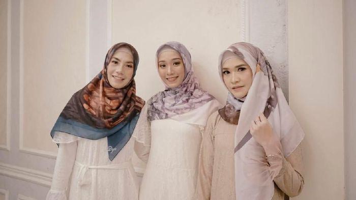 Adriyanti Firdasari (paling kiri) saat peluncuran hijab By.Dya.  (dok. pribadi)