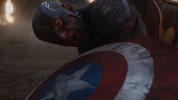 Di Balik Steve Rogers Serahkan Perisai Captain America pada Falcon