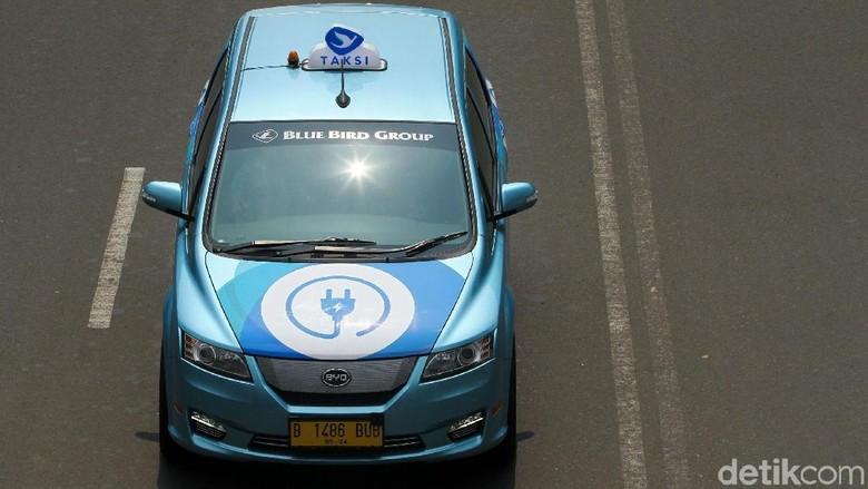 Taksi listrik bluebird Foto: Rifkianto Nugroho