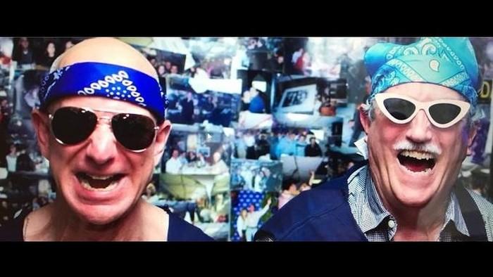 Jeff Bezos (kiri) dan ayahnya, Mike Bezos. Foto: Twitter/JeffBezos