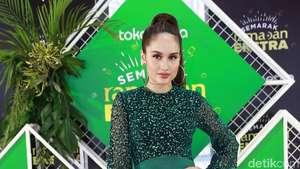 Penampilan Seksi Cinta Laura, Jessica Iskandar Pose Pakai Bathrobe