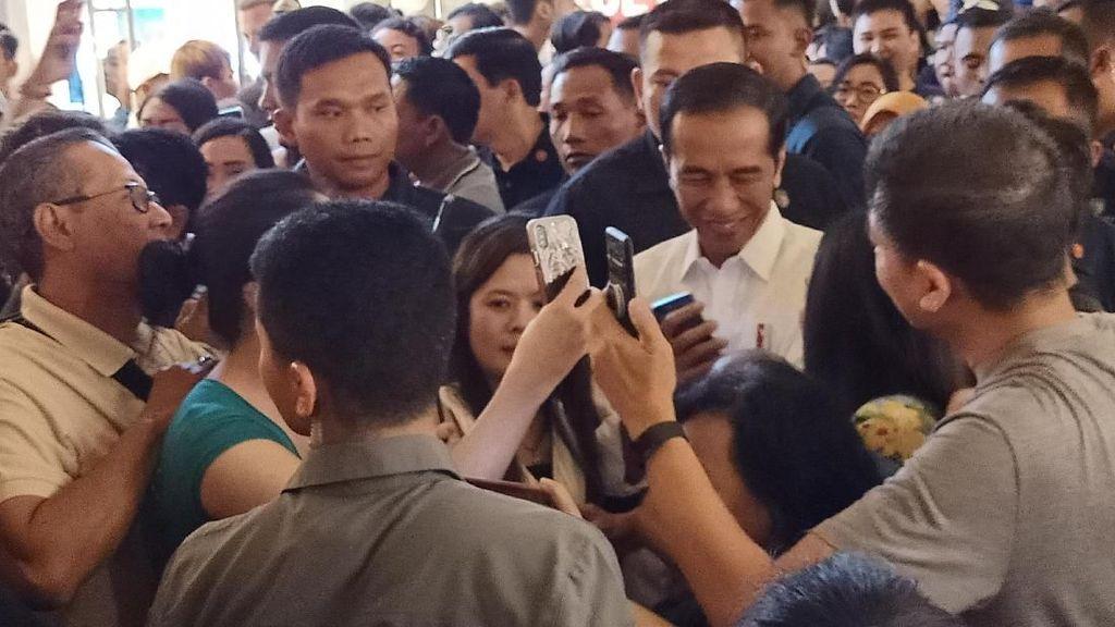 Jokowi Jalan-jalan di Beachwalk Bali, Turis Asing Heboh