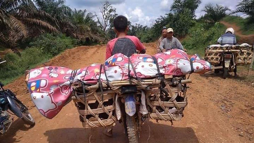 Miris! Jenazah Warga di Riau Diangkut ke Pemakaman Pakai Motor