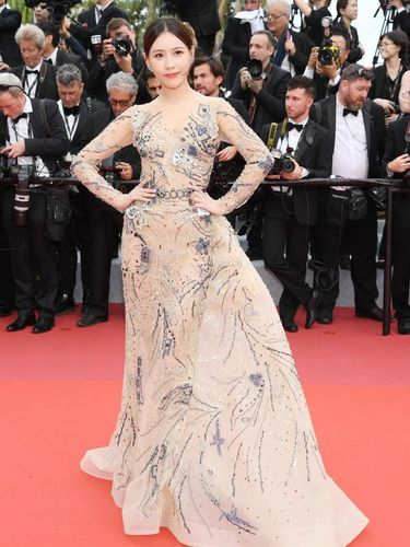 Artis China Shi Yanfei di red carpet Cannes Film Festival 2019.
