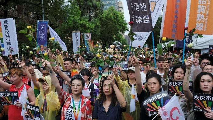 Pendukung pernikahan sejenis di Taiwan menyambut baik diloloskannya RUU ini (REUTERS/Tyrone Siu)