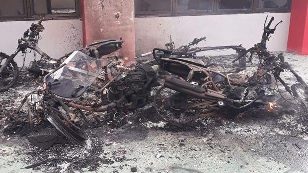 Motor ikut jadi korban kemarahan Lapas Narkotika di Kabupaten Langkat, Sumut.
