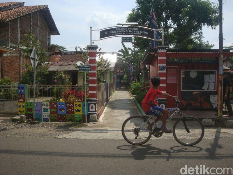 Kampung Nopia Mino di Desa Pekunden, Kecamatan Banyumas. Di sana, pengunjung bisa menikmati lukisan dinding, berselfie hingga belajar membuat Nopia Mino sendiri (Arbi/detikcom)