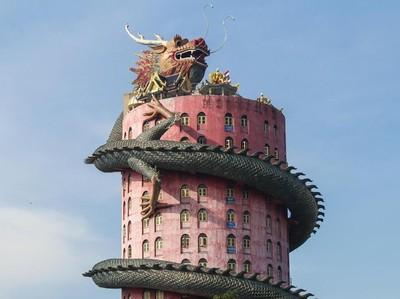 Kuil yang Dililit Naga Raksasa