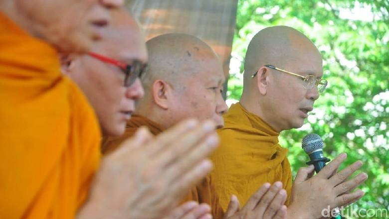 Api Dharma Waisak Diambil di Api Abadi Mrapen Grobogan Hari Ini
