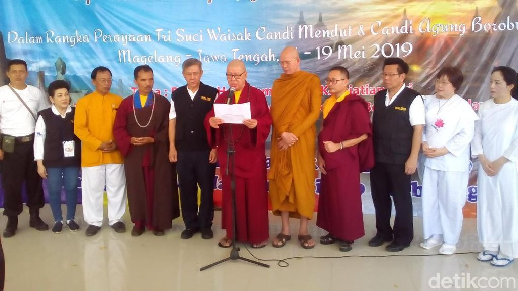 Rohaniawan Buddha: People Power Inkonstitusional!