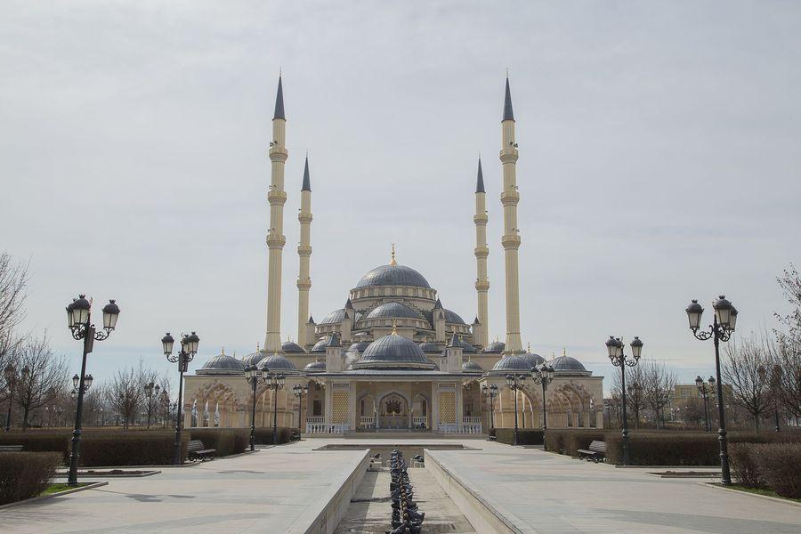 Namanya Masjid Akhmad Kadyrov, di Grozny, Chechnya, Rusia. Masjid Akhmad Kadyrov sudah mulai dikerjakan pada akhir tahun 1990-an. (iStock)