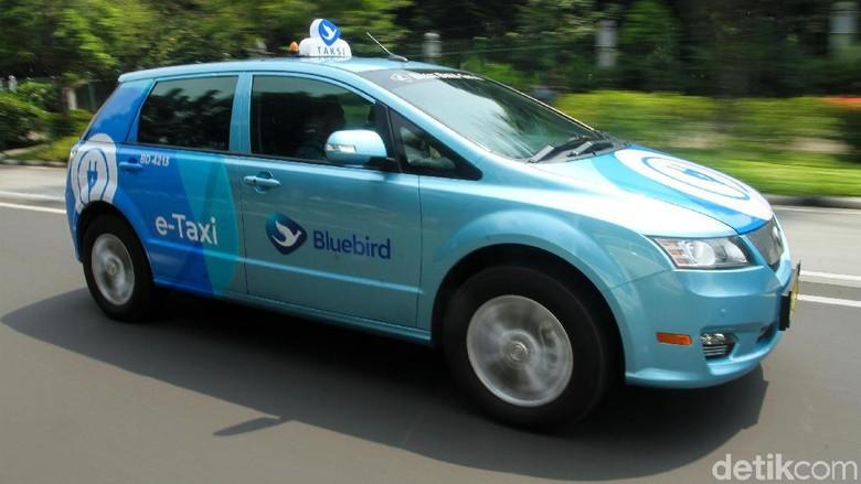 Taksi listrik Blue Bird Foto: Rifkianto Nugroho