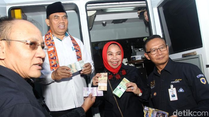 Deputi BI dan Sekda DKI Cek Penukaran Uang di Monas/Foto: Rifkianto Nugroho
