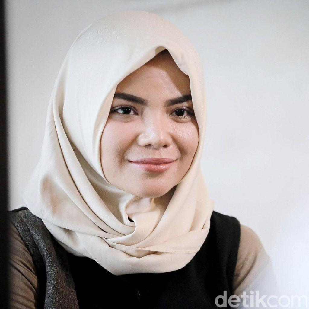 Dilema Dinar Candy: Ingin Berhijab tapi Cinta DJ