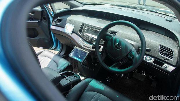 Interior BYD e6 taksi listrik bluebird