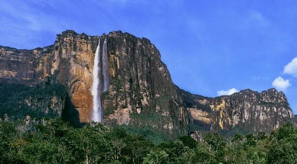 Angel Falls adalah air terjun yang dinobatkan sebagai tertinggi di dunia. (iStock)