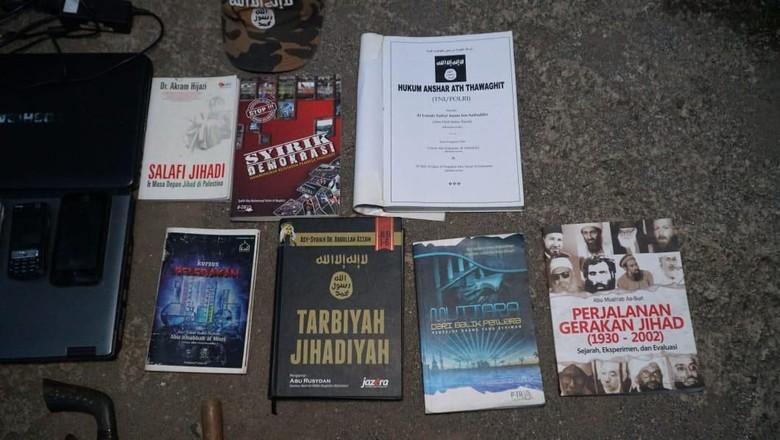 Densus 88 Sita Bom-Buku Jihad di Rumah Jaringan ISIS di Bogor