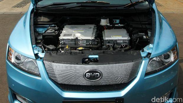Dibalik kap mesin BYD e6, Taksi listrik bluebird
