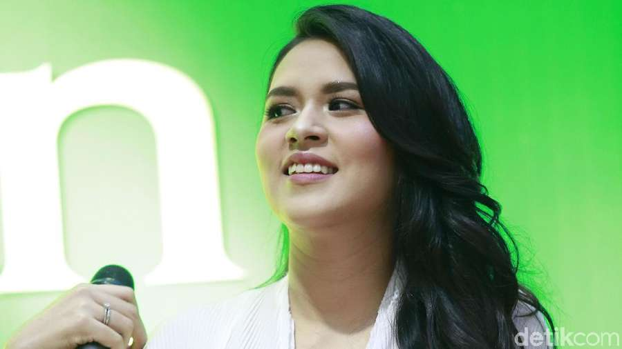 Dinar Candy, Raisa, Cinta Laura, Dewi Sandra hingga Donita