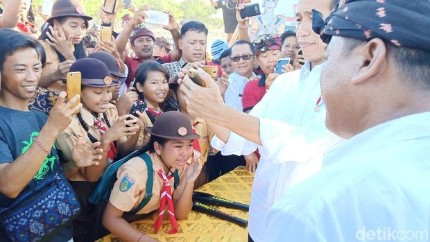 Tika Siswi SD yang selfie bareng Jokowi di Bali