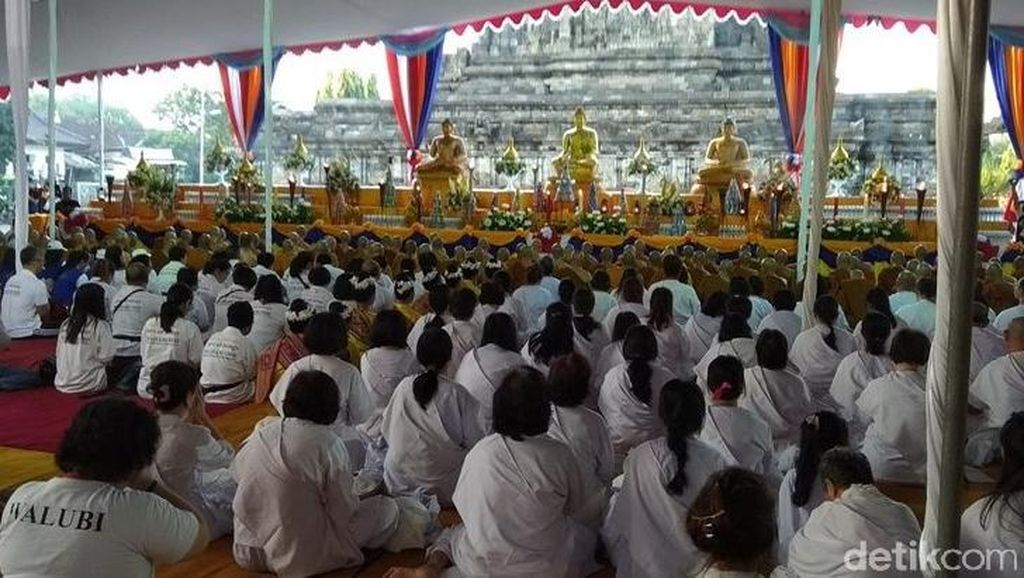 Api Dharma dan Air Berkah Waisak Disemayamkan di Candi Mendut