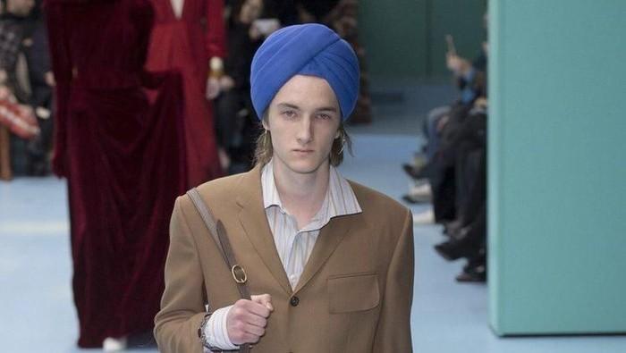 Turban keluaran Gucci yang diprotes komunitas Sikh. Foto: Twitter