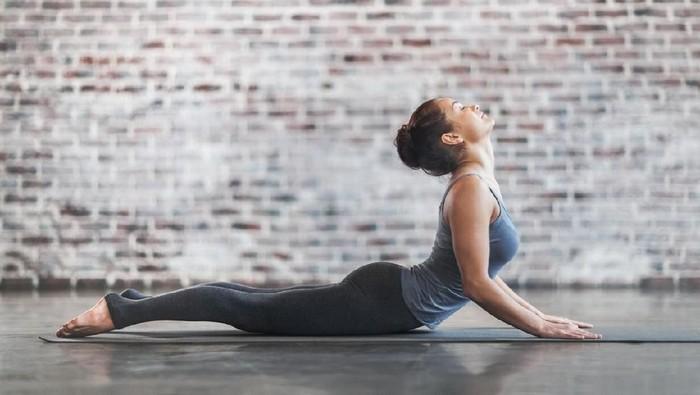 Pose yoga ini bisa membantumu semakin intim bersama suami. Foto: istock