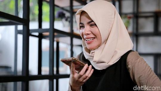 Biasa Nge-DJ, Ini Momen Dinar Candy Ngaji Al-Kafirun