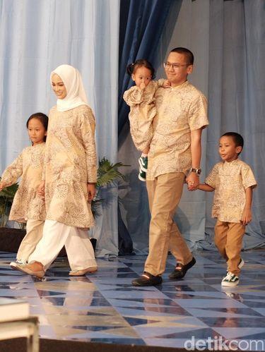 Baju Lebaran, sarimbit, dari brand KAMI.