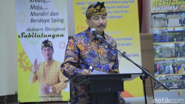 Menpar Arief memimpin rapat