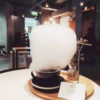 Sedang Tren, Kopi Disajikan dengan 'Awan' Cotton Candy Jumbo