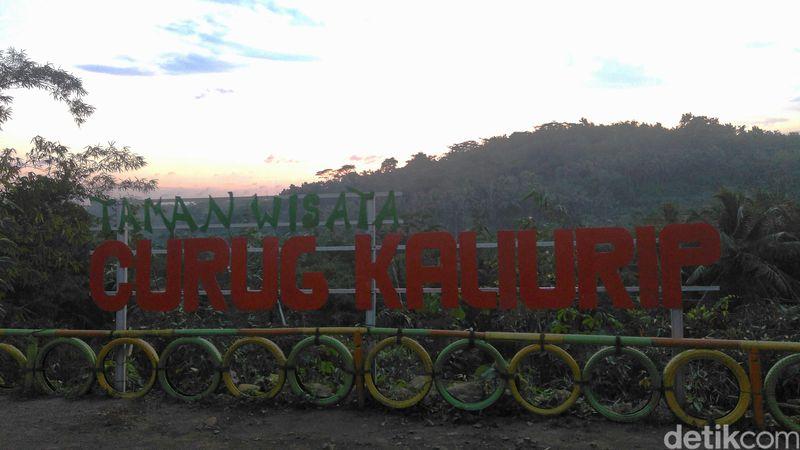 Objek wisata Curug Kaliurip terletak di Desa Kaliurip, Kecamatan Kemiri atau sekitar 19 km ke arah barat laut dari pusat Kota Purworejo (Rinto/detikcom)