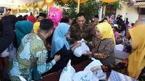 Pemkab Serang Bagikan 2.600 Paket Sembako Gratis