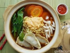 Menu Harian Ramadhan ke-12: Sedapnya Mie Kuah dengan Topping Dumpling