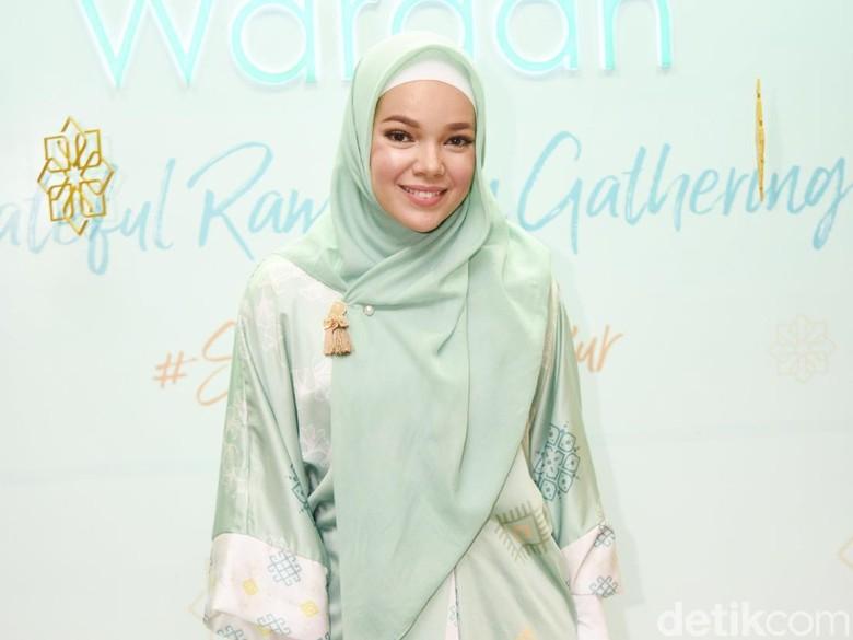 Dewi Sandra ingatkan soal hijrah. Foto: Noel/detikFoto
