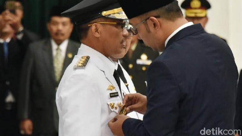 Usai Dilantik Jadi Bupati Cirebon, Sunjaya Kembali Diberhentikan